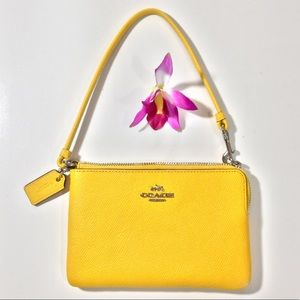 Coach yellow wristlet never used 💛